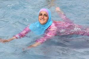 costum de baie puratat in islam - burkini